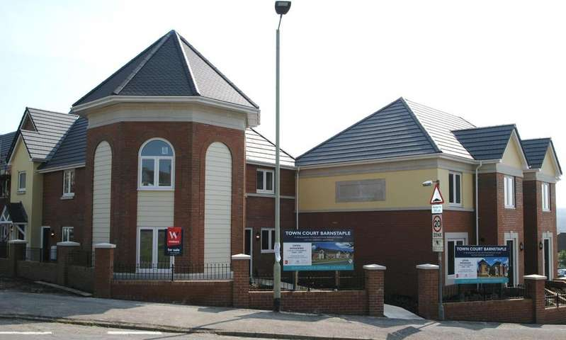 2 Bedrooms Flat for sale in Town Court, Barnstaple