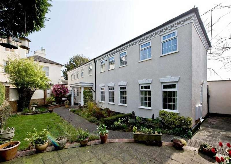 4 Bedrooms Detached House for sale in The Mews, Greenhill Gardens, Wombourne, Wolverhampton, South Staffordshire, WV5