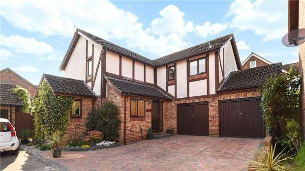 4 Bedrooms Detached House for sale in Elm Lane, Earley, Reading
