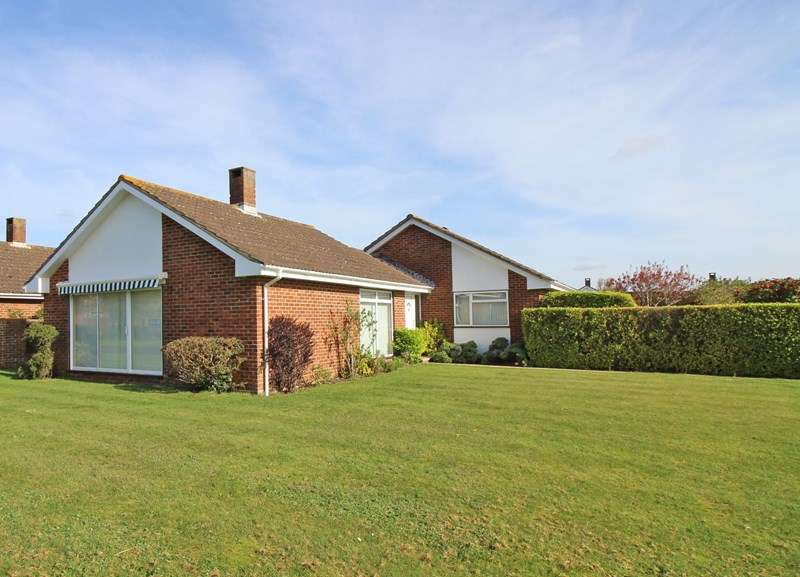 3 Bedrooms Detached Bungalow for sale in Dryden Place, Milford On Sea, Lymington