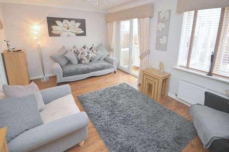 3 Bedrooms Terraced House for sale in Bellflower Close, Widnes