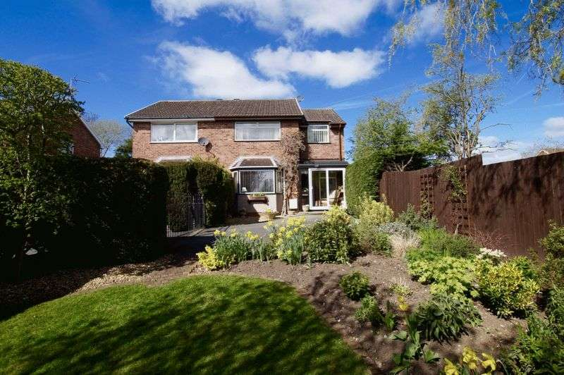 3 Bedrooms Semi Detached House for sale in Bramble Close, Marford, Wrexham
