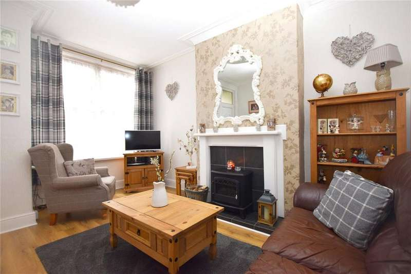 4 Bedrooms Terraced House for sale in Cross Flatts Place, Leeds, West Yorkshire, LS11