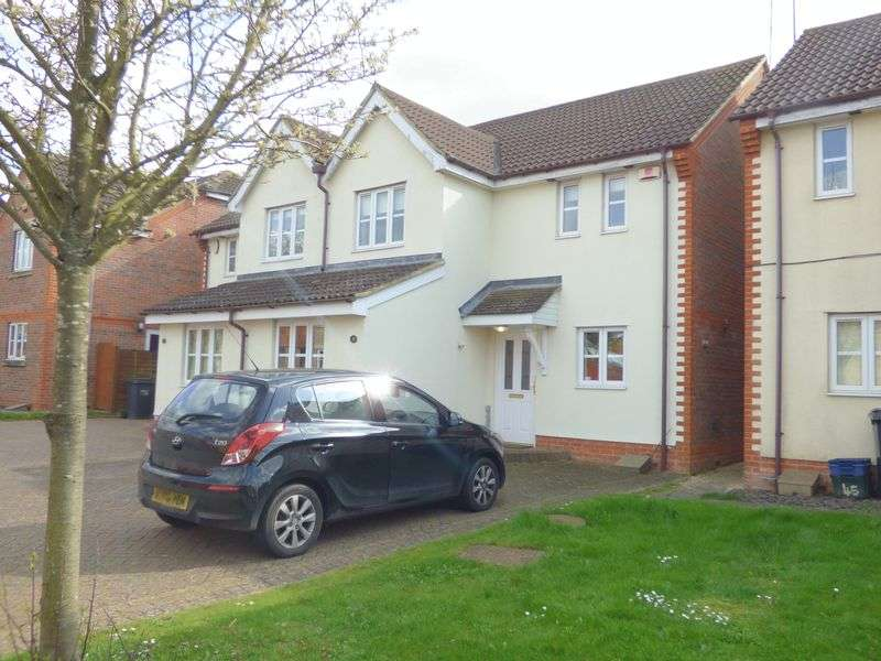 3 Bedrooms Semi Detached House for sale in Walkers Way, Northampton