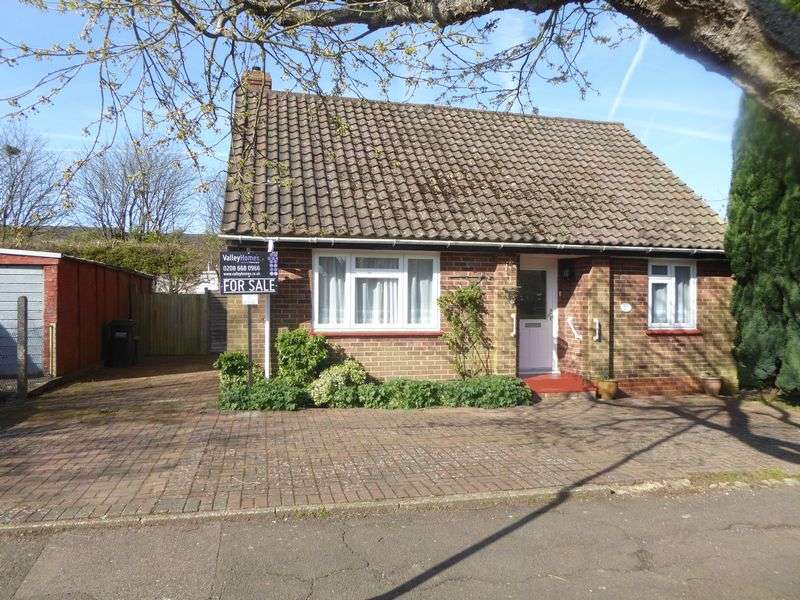 2 Bedrooms Detached Bungalow for sale in LACEY GREEN