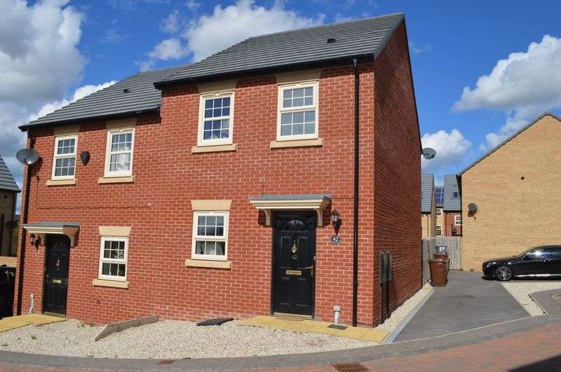 3 Bedrooms Semi Detached House for sale in Fallbrook Road, Castleford