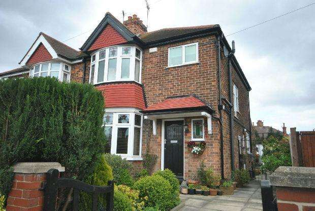 3 Bedrooms Semi Detached House for sale in Roundway, GRIMSBY
