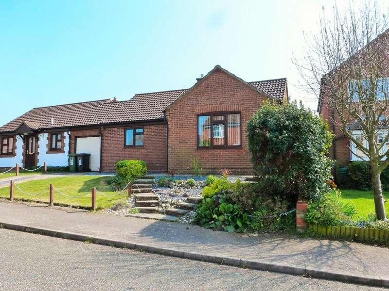 2 Bedrooms Detached Bungalow for sale in Cromer