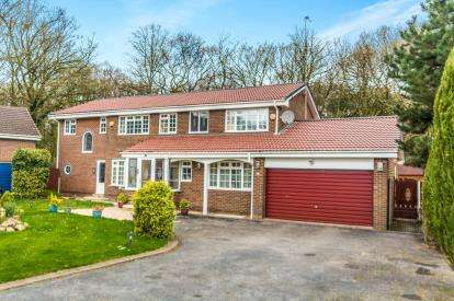5 Bedrooms Detached House for sale in The Glen, Heaton, Bolton, Greater Manchester, BL1