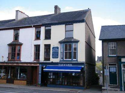 3 Bedrooms Terraced House for sale in High Street, Criccieth, Gwynedd, LL52