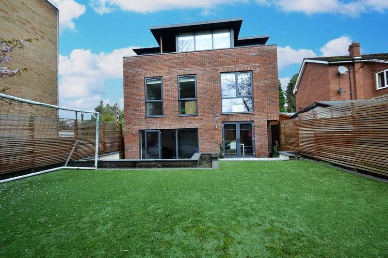 3 Bedrooms Detached House for sale in Half Edge Lane, Ellesmere Park