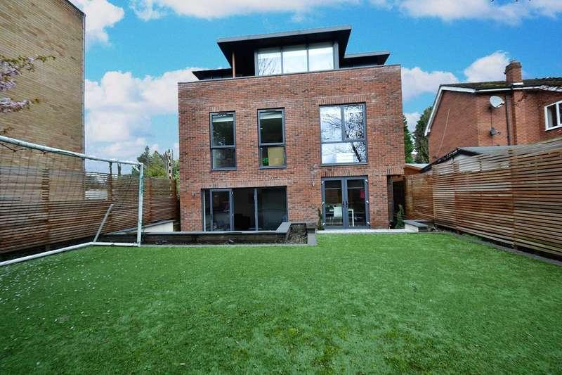 3 Bedrooms Detached House for sale in Half Edge Lane, Ellesmere Park