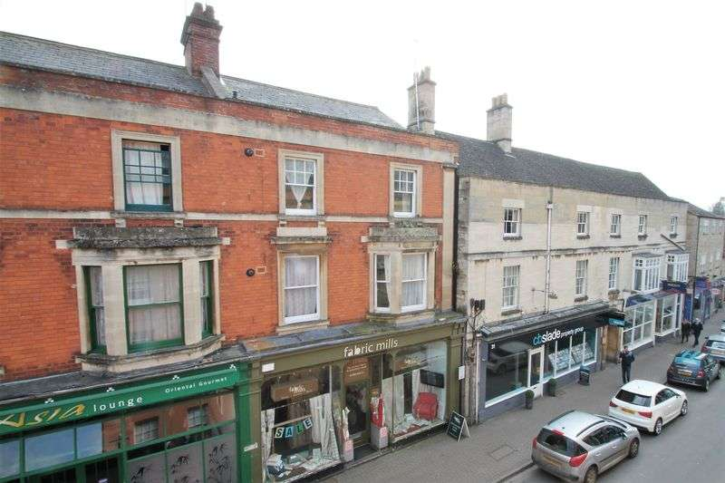 2 Bedrooms Flat for sale in Castle Street, Cirencester, Gloucestershire.