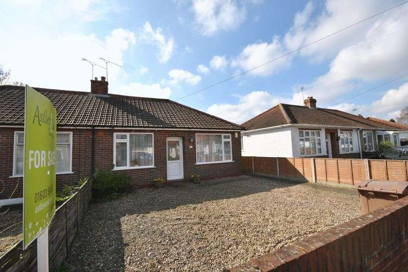 2 Bedrooms Semi Detached Bungalow for sale in Spinney Road, Norwich