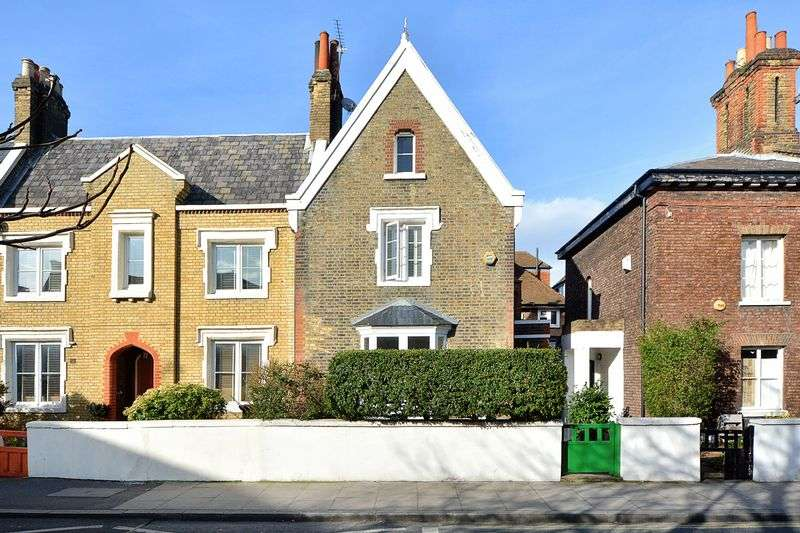 3 Bedrooms Semi Detached House for sale in Church Crescent, London