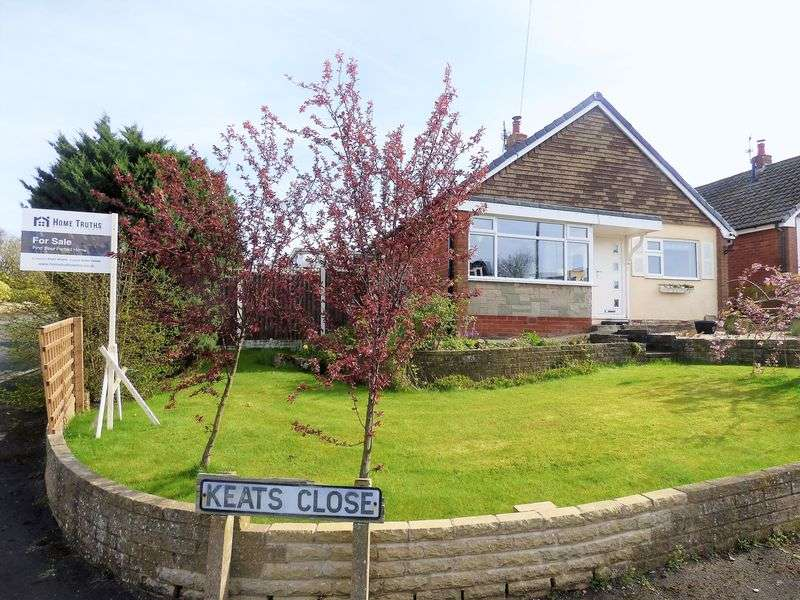 2 Bedrooms Detached Bungalow for sale in 1 Keats Close, Eccleston. PR7 5PF