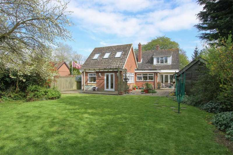 3 Bedrooms Chalet House for sale in Church Road, Wreningham, Norfolk