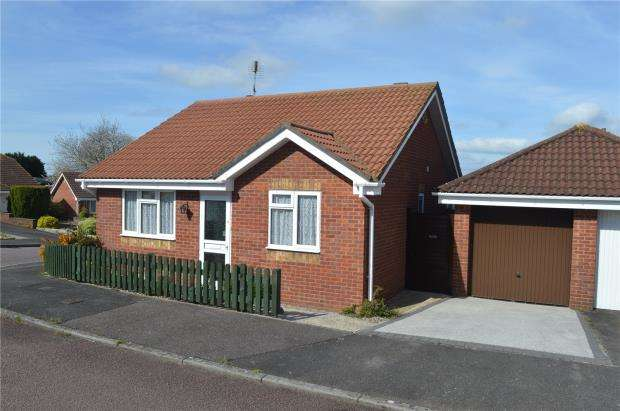 2 Bedrooms Detached Bungalow for sale in Cypress Close, Honiton, Devon