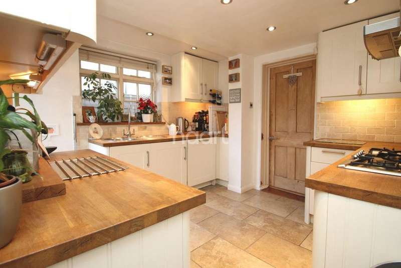3 Bedrooms Semi Detached House for sale in Fairfield Road