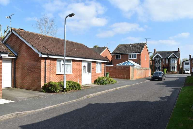 2 Bedrooms Detached Bungalow for sale in Courthouse Close, Winslow