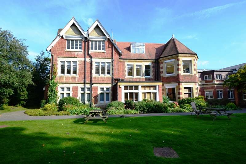 2 Bedrooms Flat for rent in Bournemouth