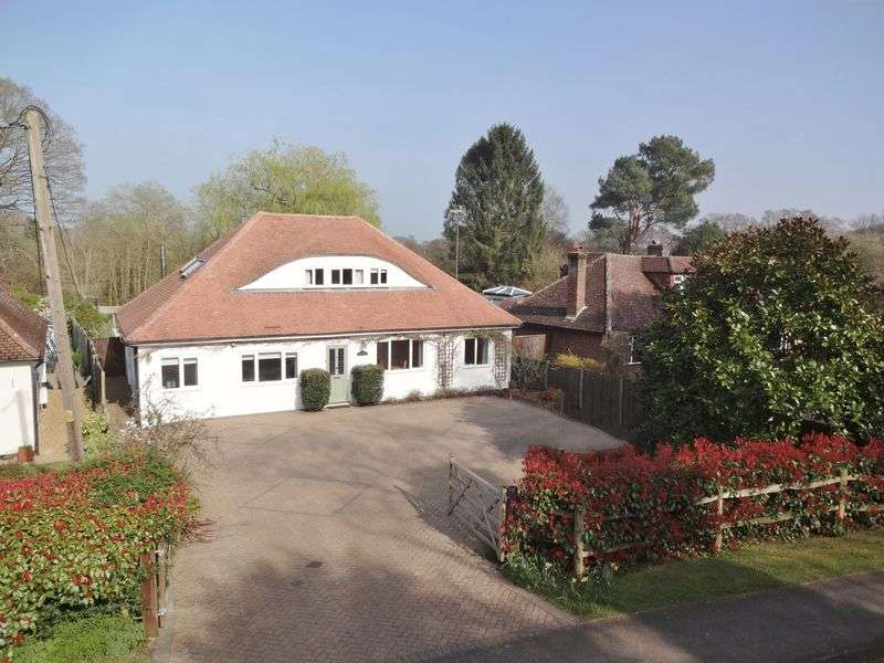 4 Bedrooms Detached House for sale in Hookley Lane, Elstead