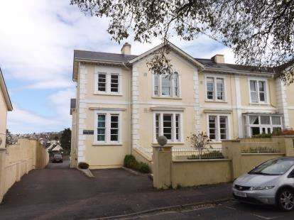 2 Bedrooms Flat for sale in Newton Abbot, Devon, England