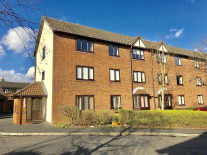 2 Bedrooms Flat for sale in Newsholme Close, Culcheth, Warrington, Cheshire