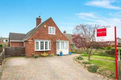 3 Bedrooms Bungalow for sale in Manor Park South, Knutsford, Cheshire
