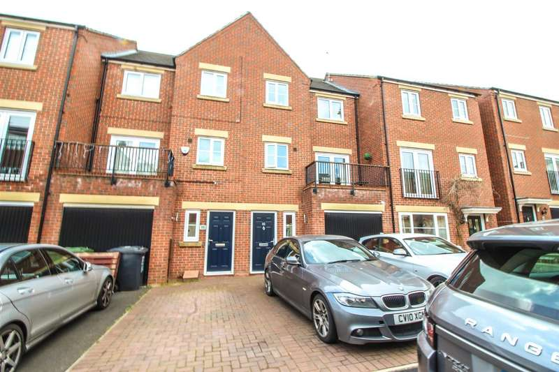 4 Bedrooms Property for sale in Dixon Close, Redditch