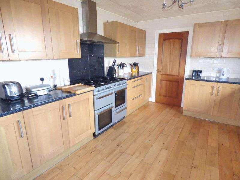 3 Bedrooms Bungalow for sale in Forfar Road, Kirriemuir