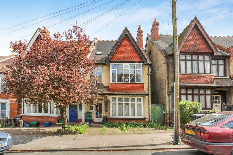 1 Bedroom Flat for sale in Blenheim Park Road , South Croydon