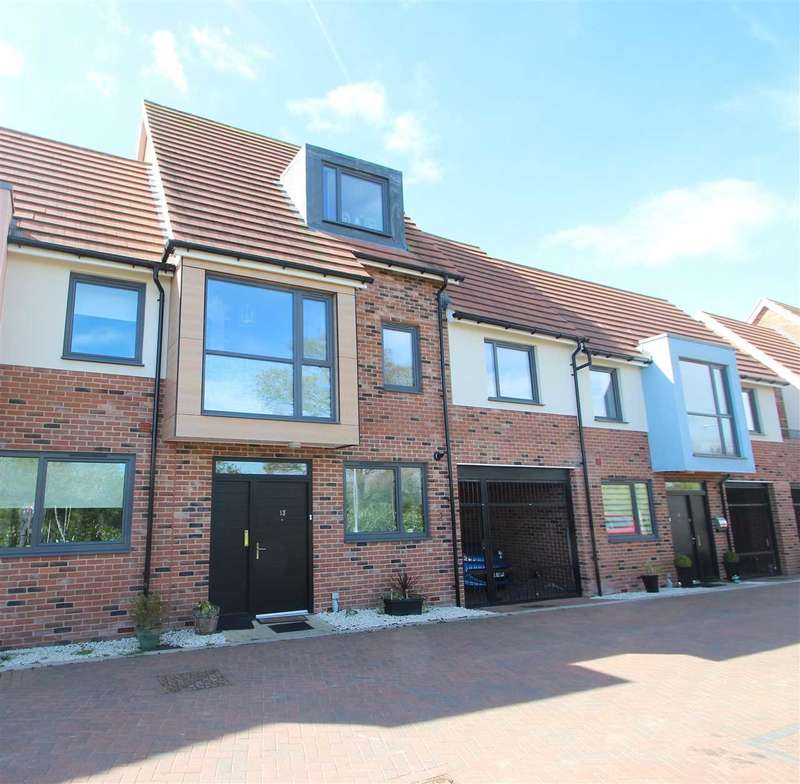 3 Bedrooms Terraced House for sale in Courage Drive, Colchester
