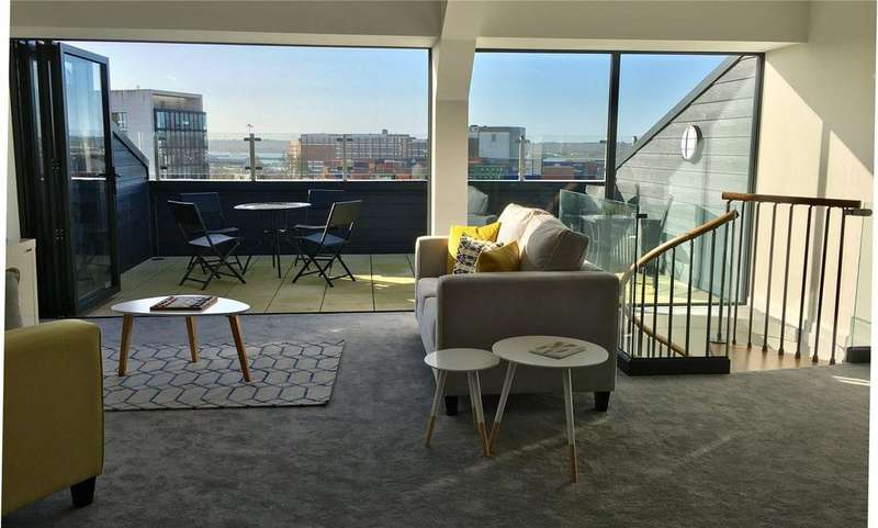 2 Bedrooms Penthouse Flat for sale in The Penthouse Collection, Southbrook Rise, 4-8 Millbrook Road East, Southampton, SO15