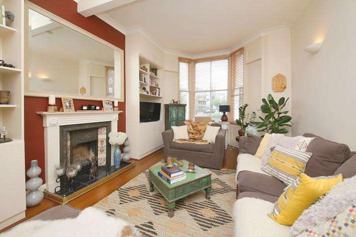 2 Bedrooms Maisonette Flat for sale in Garden Maisonette, Prince of Wales Road, NW5
