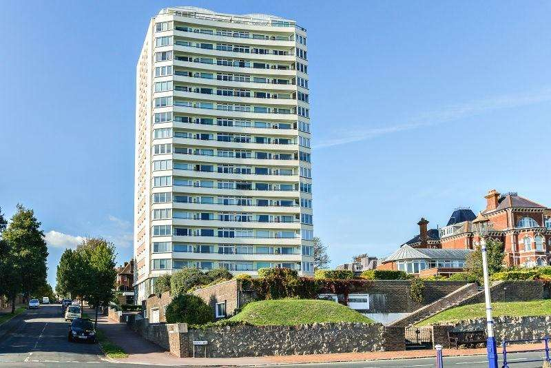 3 Bedrooms Apartment Flat for sale in Bolsover Road, Meads, Eastbourne, BN20