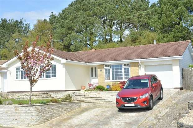 3 Bedrooms Detached Bungalow for sale in Hillside Drive, Christchurch, Bournemouth
