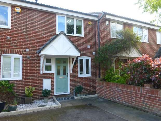 2 Bedrooms Terraced House for sale in Bankside Close, Isleworth, Middlesex
