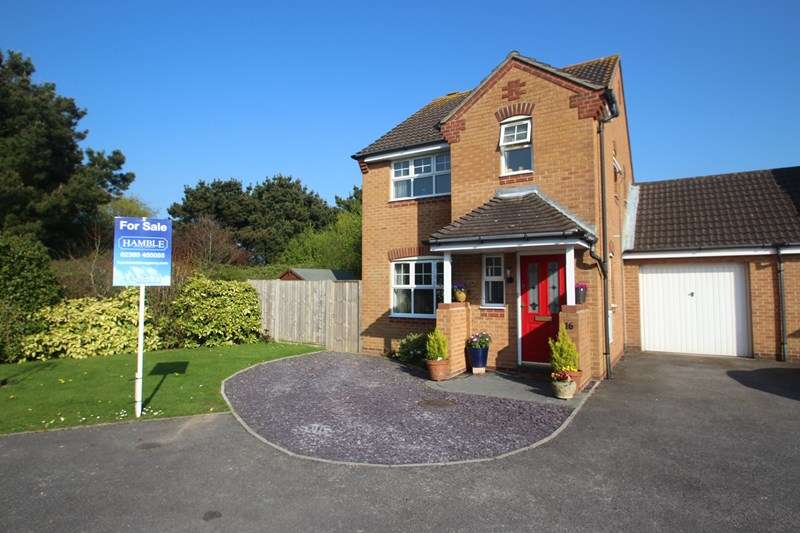 3 Bedrooms Link Detached House for sale in Tutor Close, Hamble, Southampton