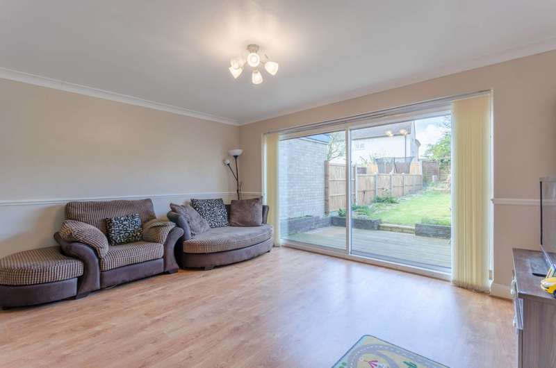 4 Bedrooms House for sale in Nevill Way, Loughton, IG10