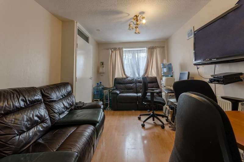 3 Bedrooms Maisonette Flat for sale in Saints Drive, Forest Gate, E7