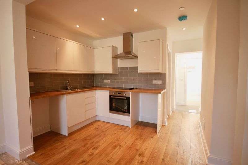 2 Bedrooms Flat for sale in Icen Way, Dorchester, DT1