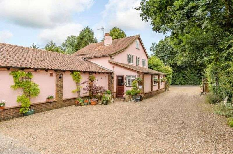 4 Bedrooms Detached House for sale in School Road, CM77 6SS