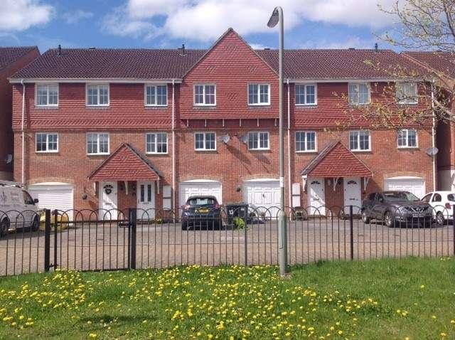 4 Bedrooms Town House for sale in Belfry Square, Beggarwood, Basingstoke, RG22