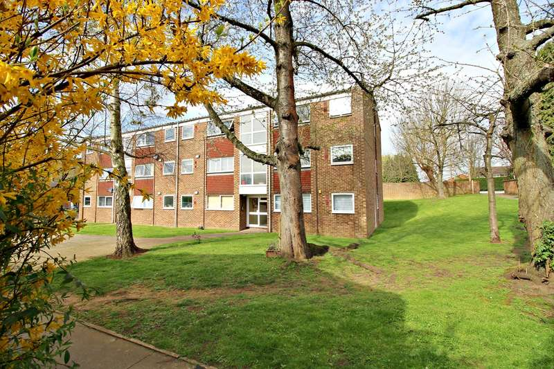 2 Bedrooms Apartment Flat for sale in Francis Close, Hitchin, SG4