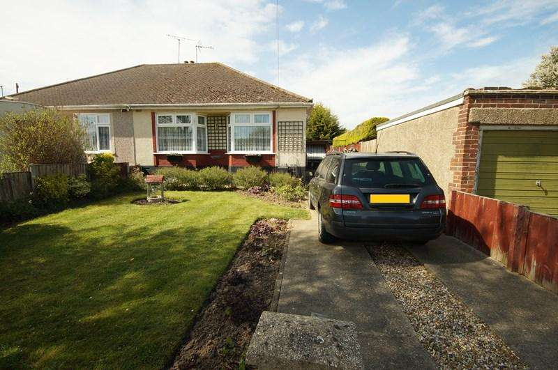 2 Bedrooms Bungalow for sale in Woodside, Leigh-On-Sea
