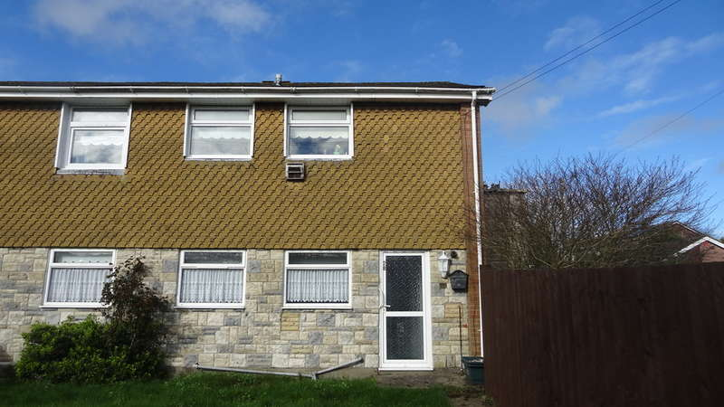 2 Bedrooms Maisonette Flat for sale in Laburnum Close, Barry