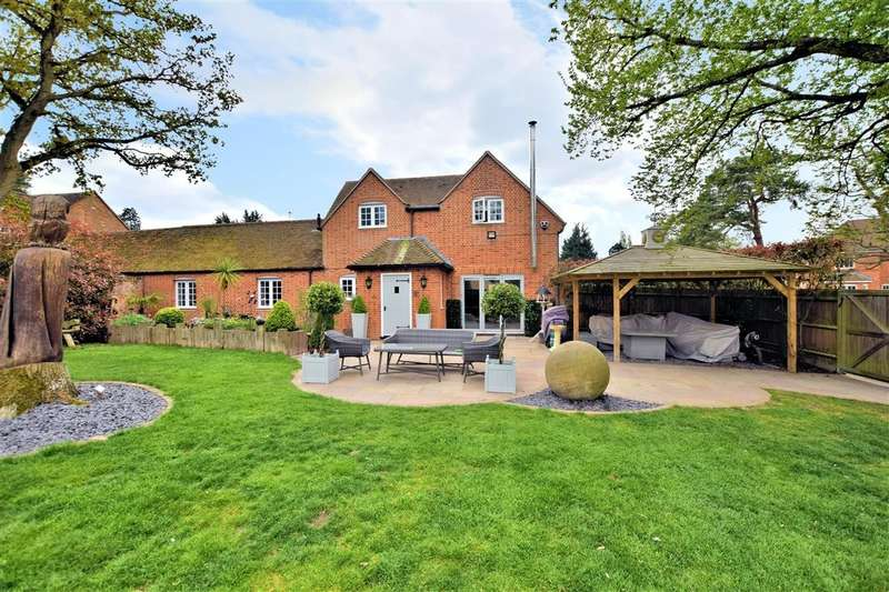 3 Bedrooms Link Detached House for sale in Wellington Court, Spencers Wood, Reading, RG7