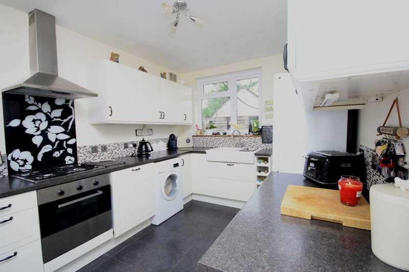 3 Bedrooms Semi Detached Bungalow for sale in Kevin Close, Billericay