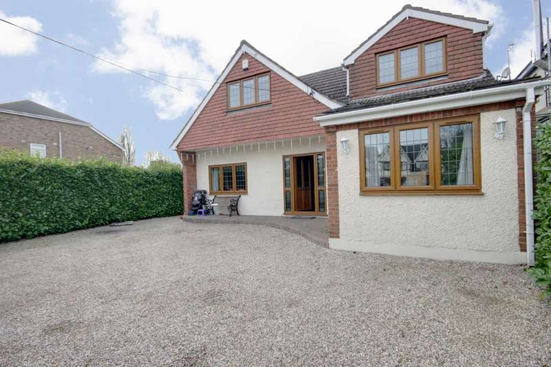 4 Bedrooms Detached House for sale in Noak Hill Road, Billericay